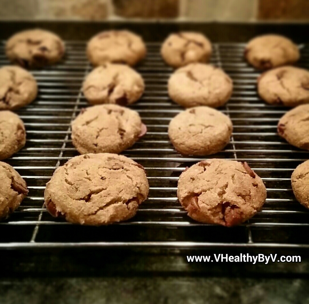 Steps 7 and 8: Bake for about 15-20minutes (depending on your oven). Wait until the chips melt and the edges start turning brown. Thecookies should be soft but not toomushy. Allow thecookies to cool and enjoy!