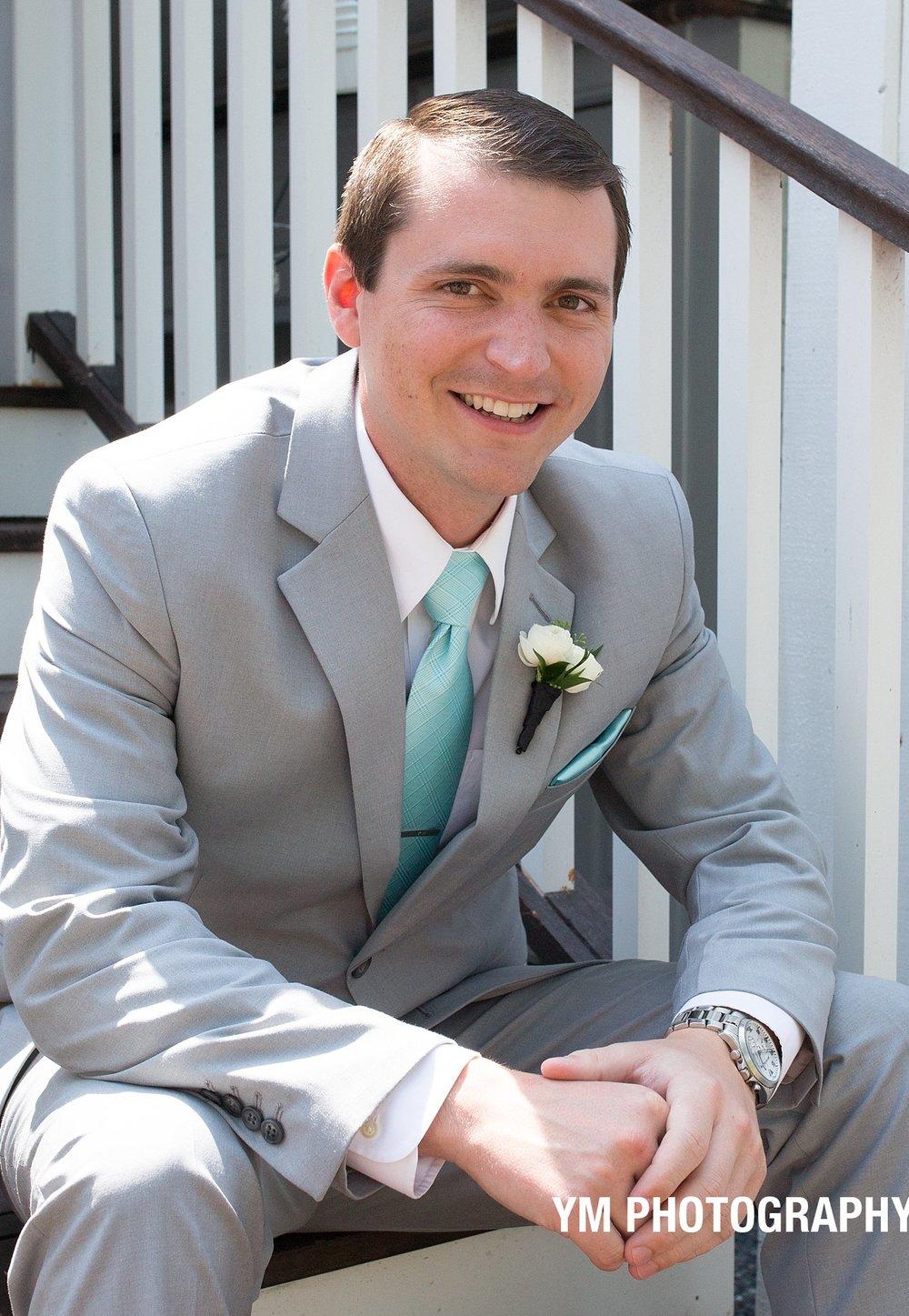 groom-THE-YORK-INN-york-beach-Adirondack-Wedding-ym-photography