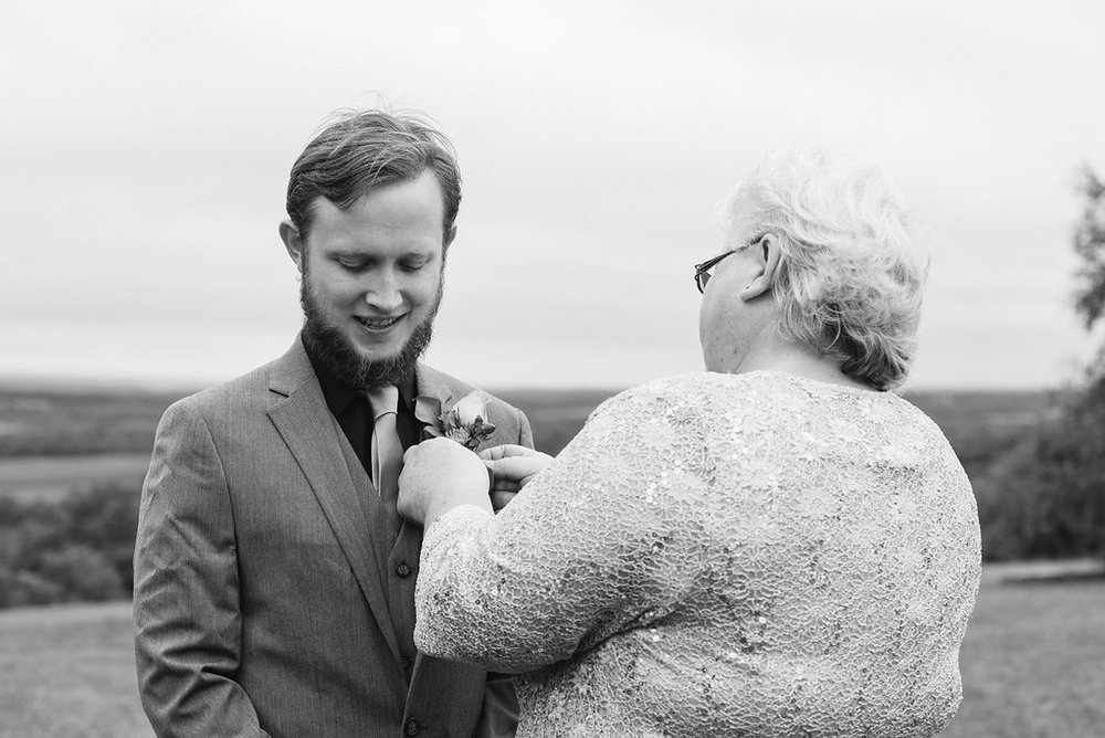 groom-boutonniere-canajoharie-ny-wedding-ym-photography