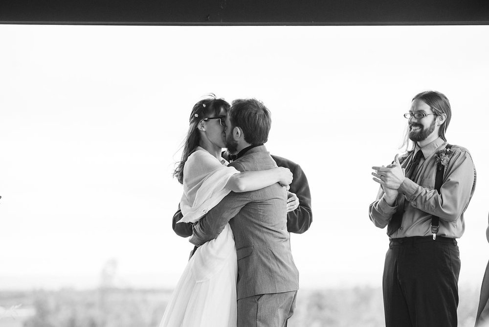 first-kiss-mr-&-mrs-canajoharie-ny-wedding-ym-photography