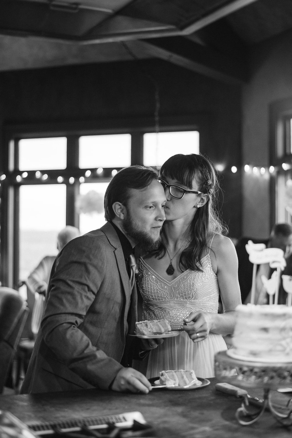 cake-kisses-canajoharie-ny-wedding-ym-photography