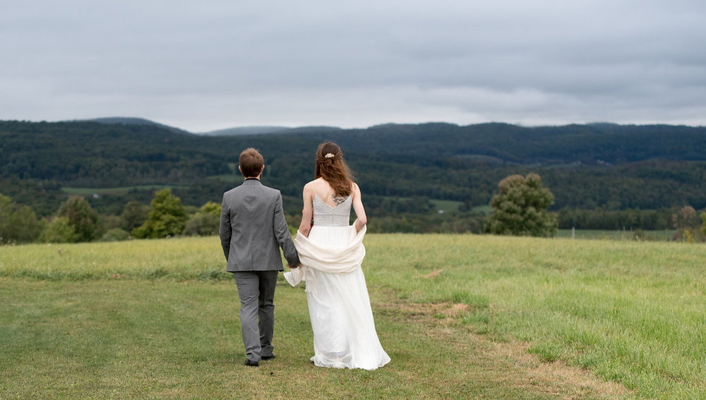 walking-field-canajoharie-ny-wedding-ym-photography