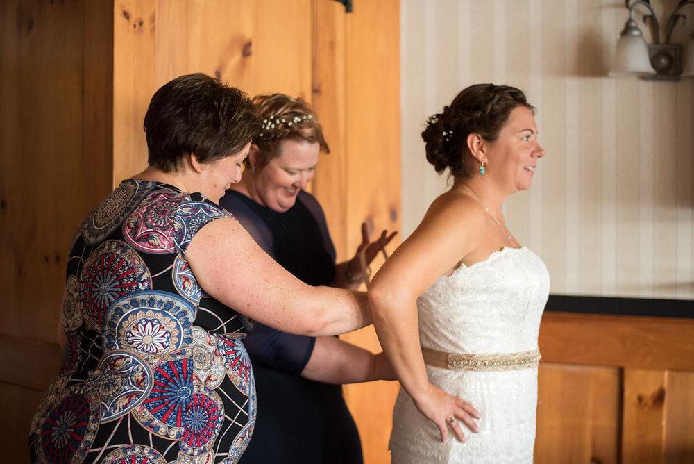 finishing-touches-golden-arrow-lakeside-resort-lake-placid-ny-wedding-ym-photography