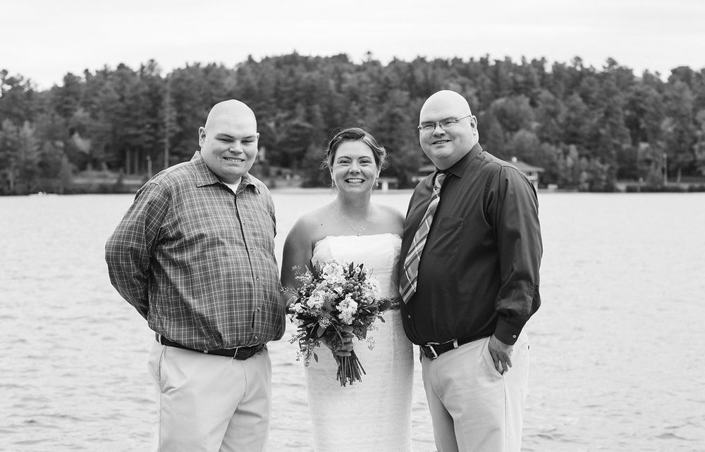 bride-friends-golden-arrow-lakeside-resort-lake-placid-ny-wedding-ym-photography