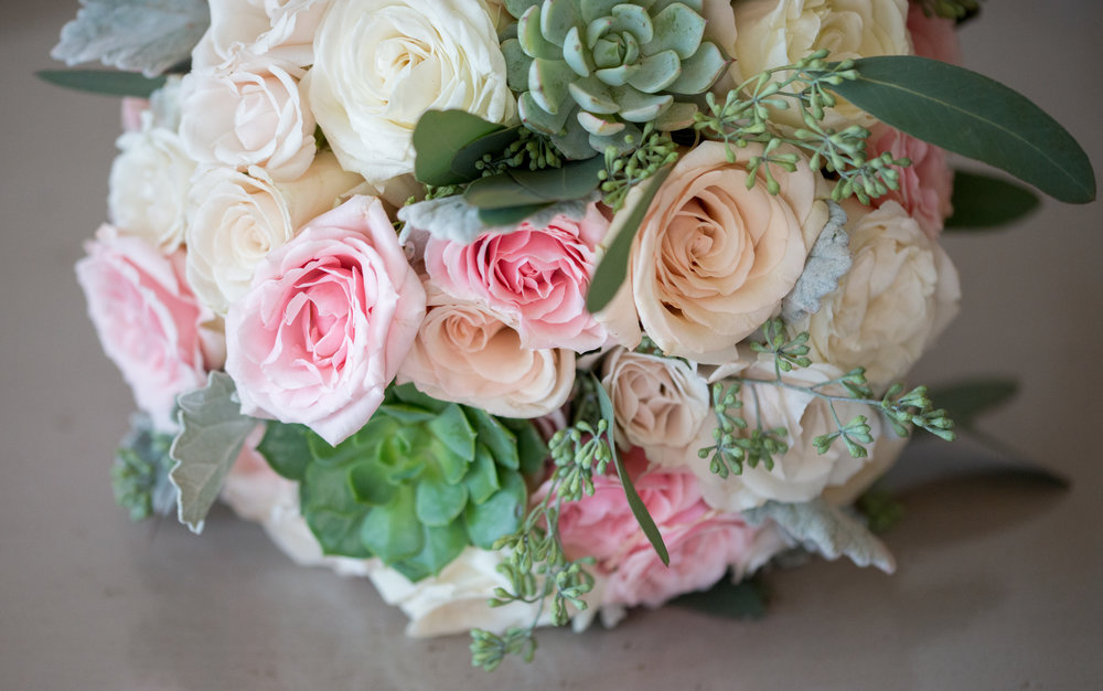 bouquet-bridal-details-sagamore-resort-lake-george-ny-wedding-ym-photography