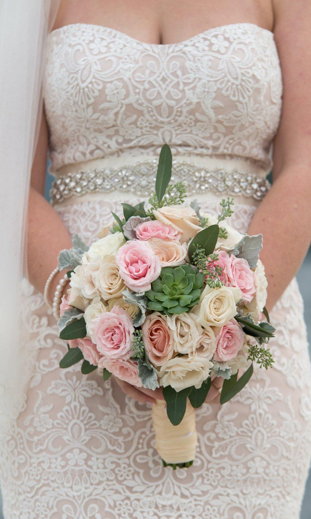 bridal-dress-bouquet-sagamore-resort-lake-george-ny-wedding-ym-photography