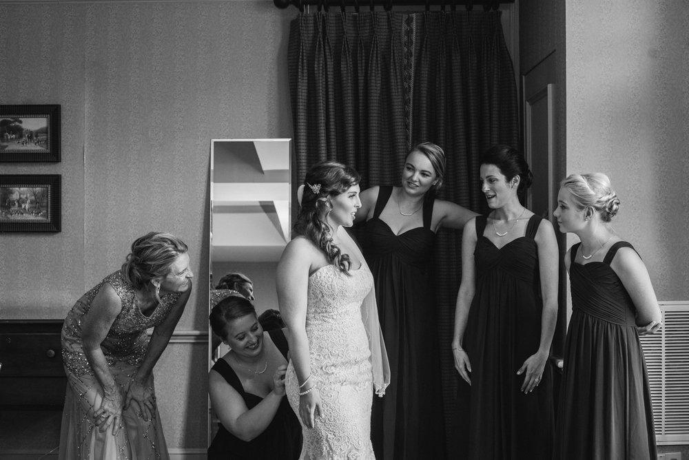 brides-maids-sagamore-resort-lake-george-ny-wedding-ym-photography