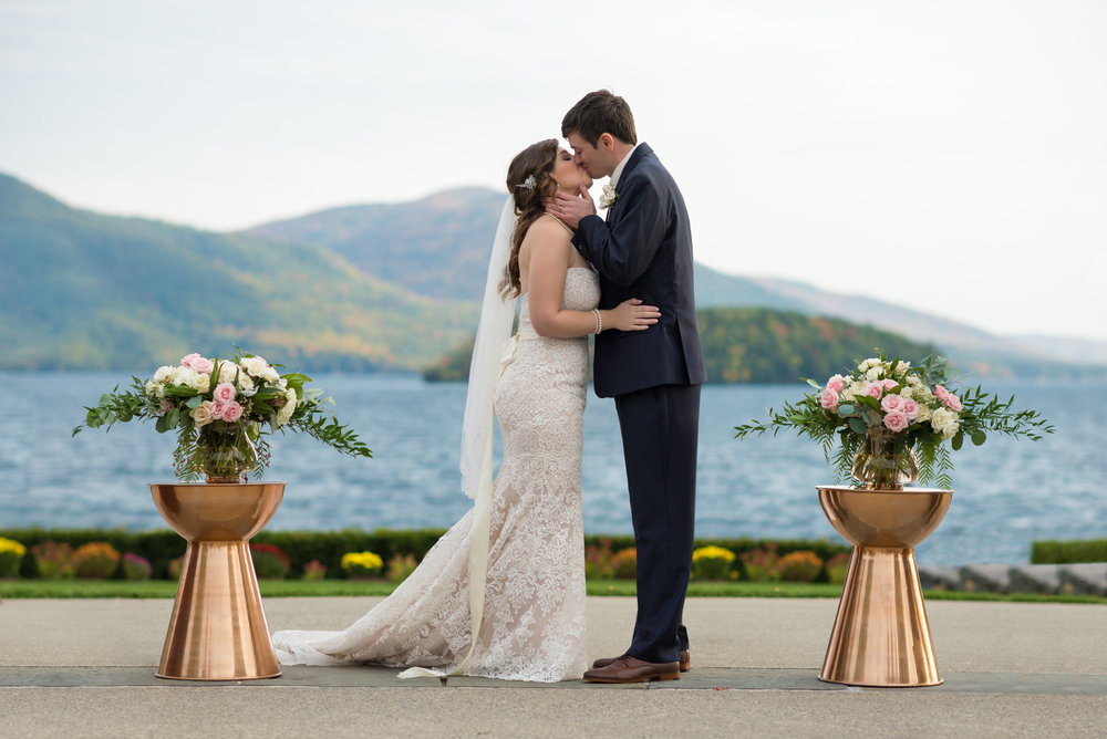 first-kiss-sagamore-resort-lake-george-ny-wedding-ym-photography