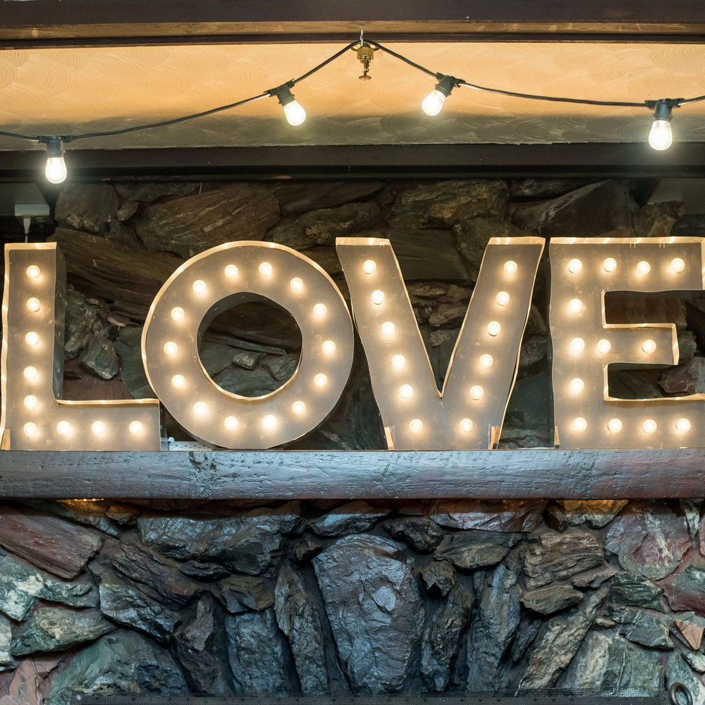love-sign-old-daley-on-crooked-lake-albany-ny-wedding-ym-photography