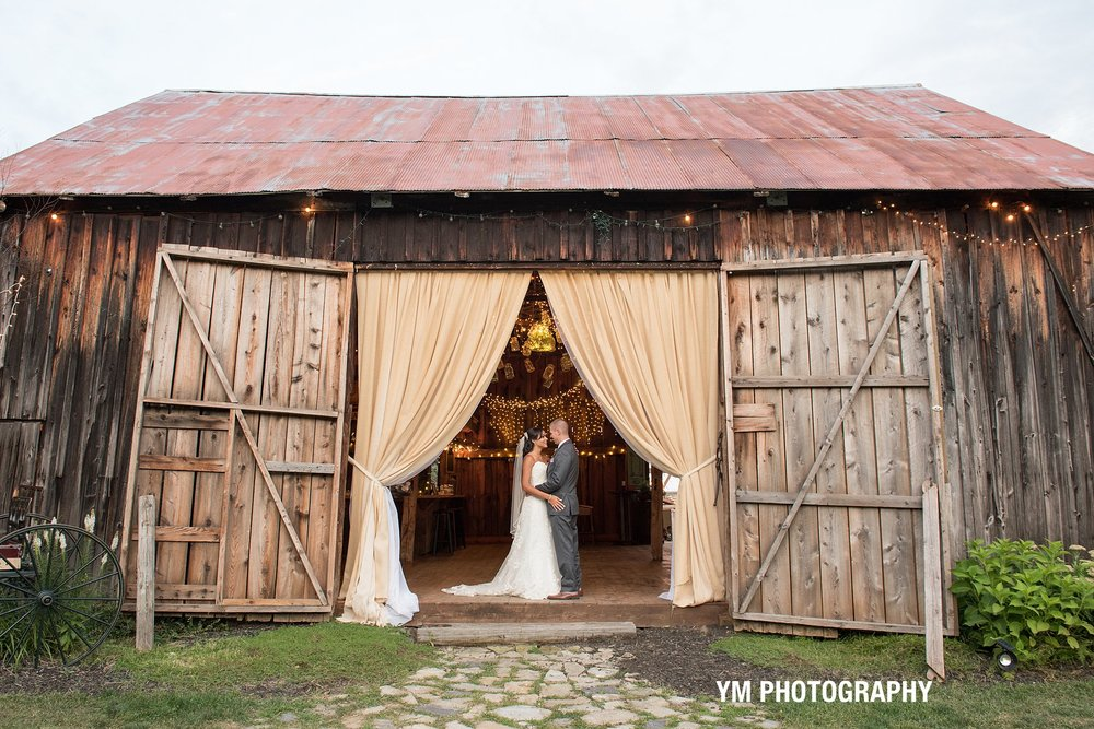 burlap and beams wedding barn ym photography