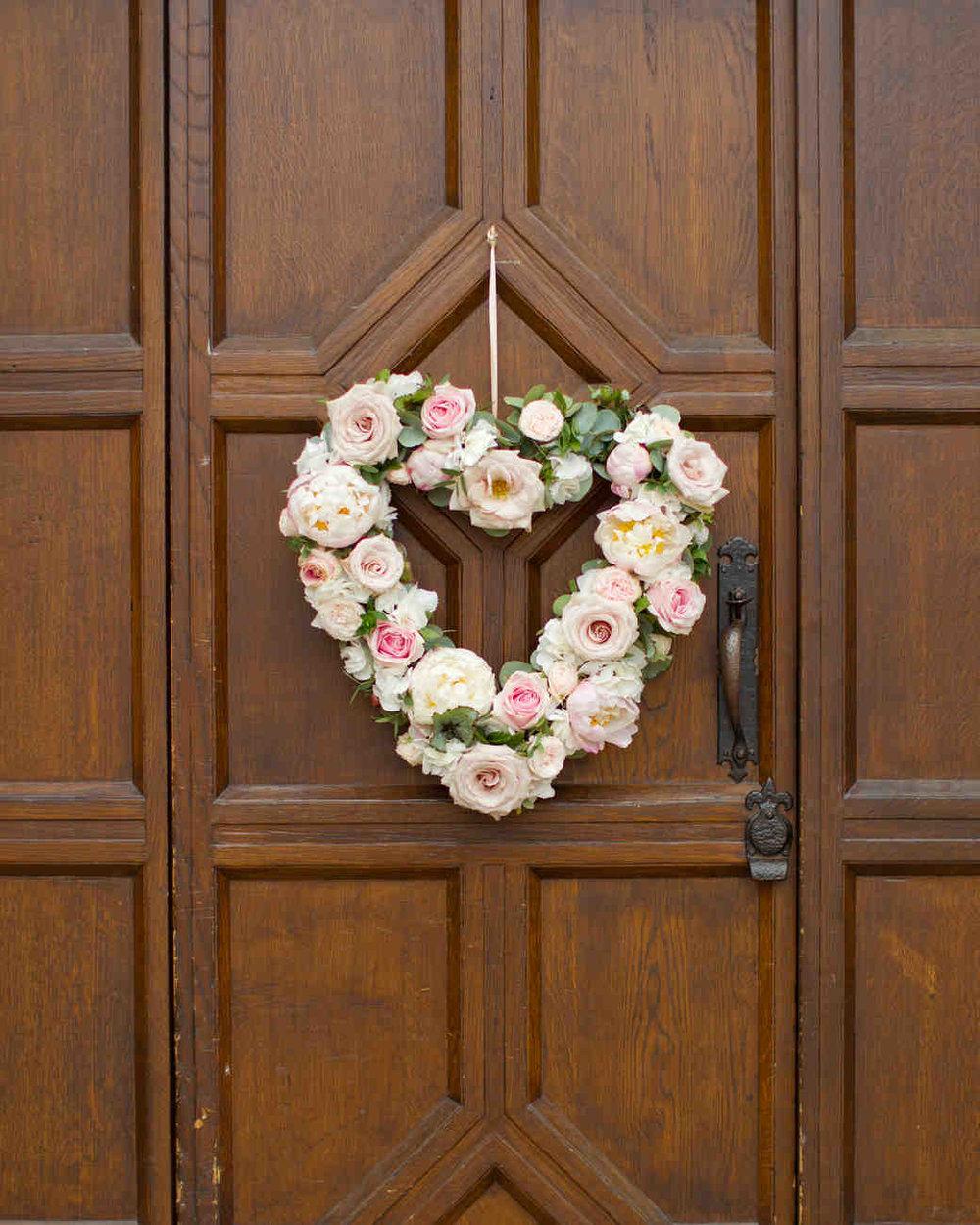 hayley-andrew-wedding-wreath-0714_vert.jpg