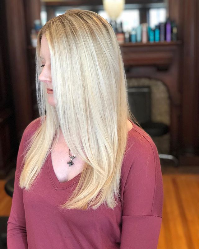 This beautiful blonde by Leslie! #blondes #blondehair #blondebalayage #blondehighlights #lehighvalleypa #eastonpa #lehighvalleyhairstylist @loubecker20 #jmorgansalon