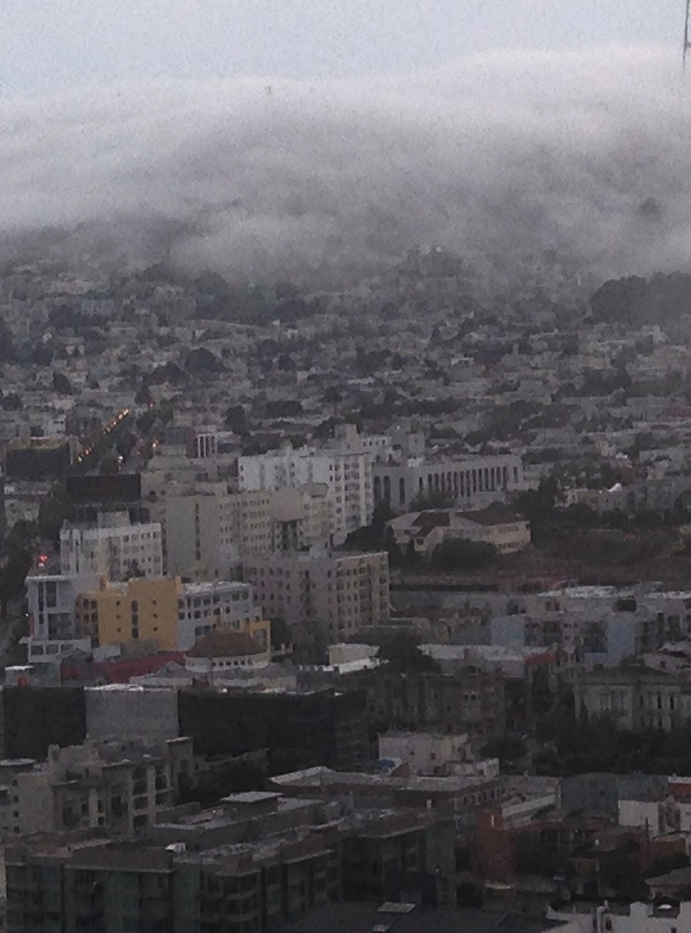 @ajlfx: Foggy tendrils of a metropolis cuddling to its #wine #beer #friends #fireplaces & #laughter tonight:  http://t.co/02inLOLVCT  | #SanFrancisco   http://click-to-read-mo.re/p/6wyZ