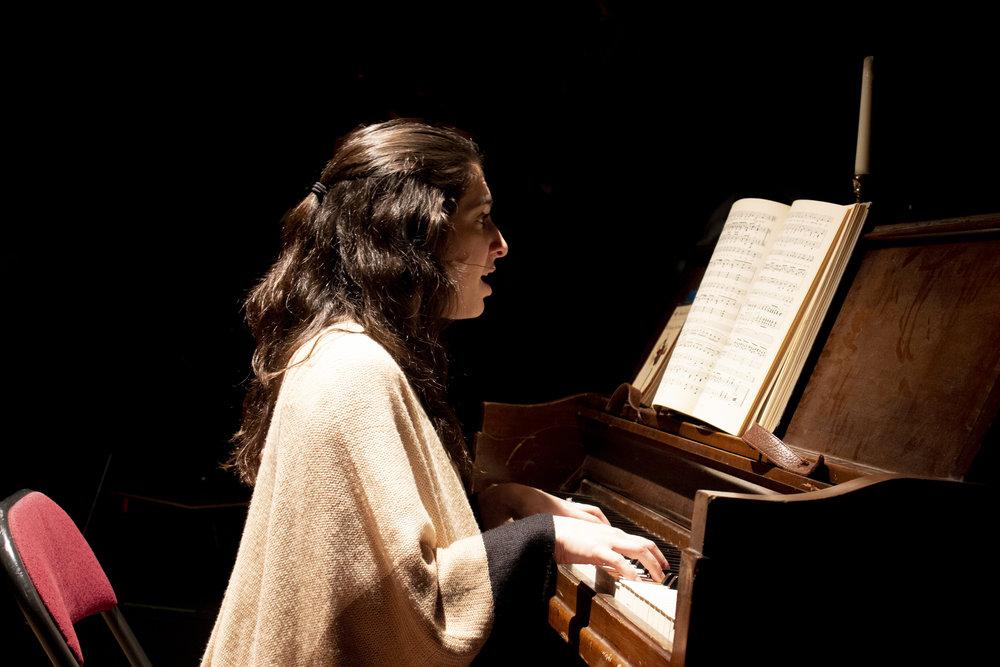 Olivia Accardo (Helen Bechdel)