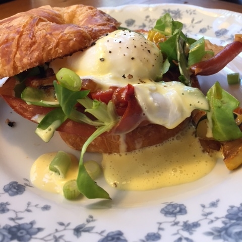 Eggs Glencairn: Poached egg over a toasted croissant, broiled tomato slice, fresh sauteed asparagus and local greens with a lite Hollandaise sauce.