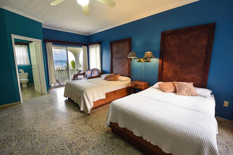 ROATAN9 Turquoise Bay RESIZED 14.jpg