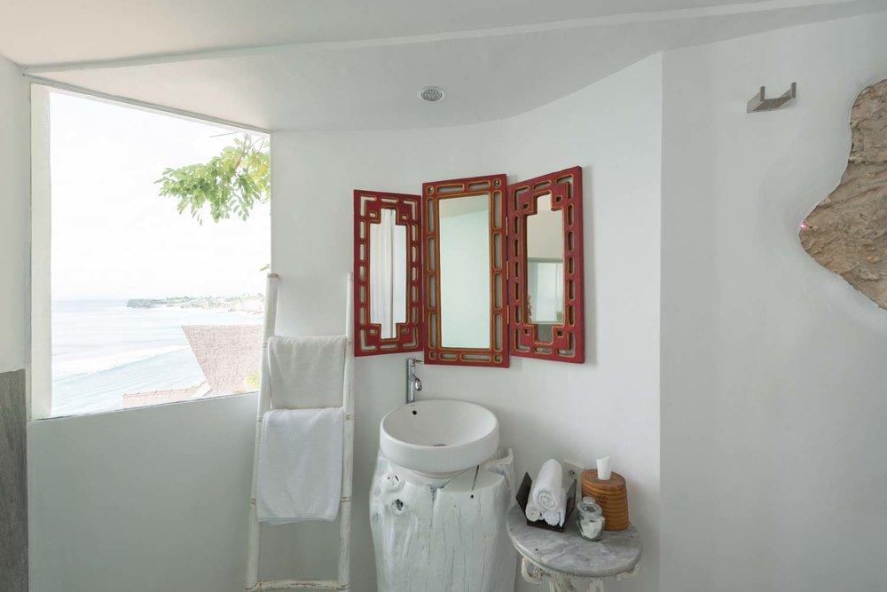 Bingin-Santorini-Bali-bathroom1.jpg