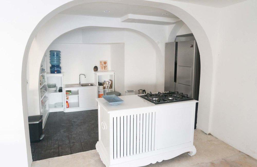 Bingin-Santorini-Bali-kitchen1.jpg