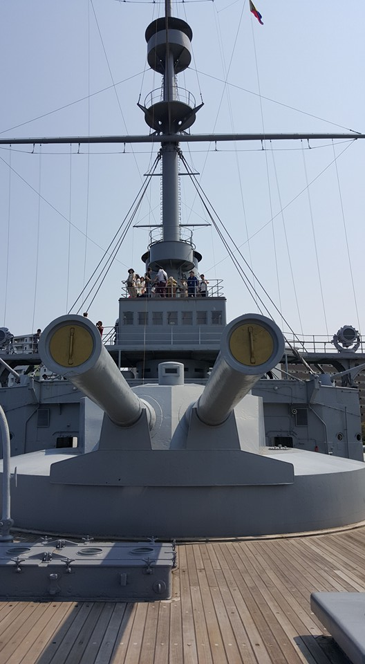 The bow turret of the Mikasa, with its 12-inch battery. The turret and guns are reproductions put in place during the warship's postwar restoration. Photo: author.