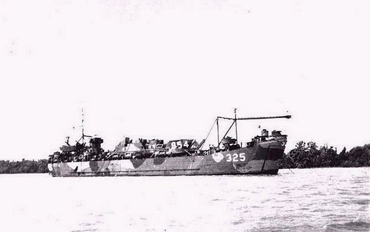 A side view of USS LST-325 equipped with a Brodie system. This photo was likely taken in 1945 near the end of the war. Photo source: lstmemorial.org.