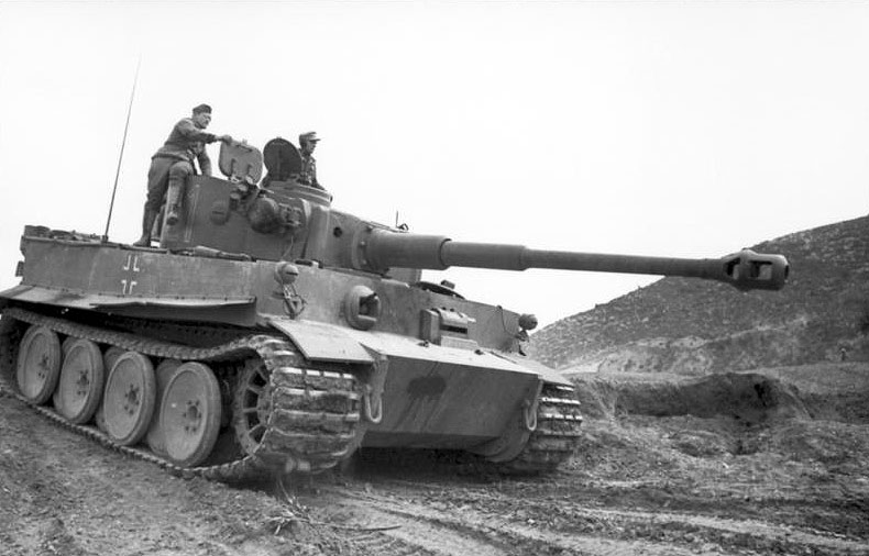 An early-production Tiger I in service in Tunisia. Photo source: Bundesarchiv.