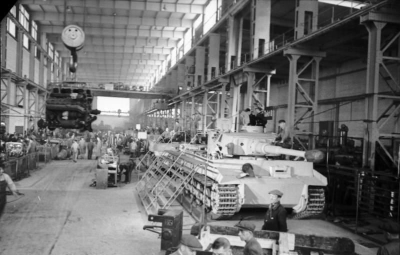 An assembly line for Tiger Is. Frequent bombing by Allied aircraft meant that production would ultimately be decentralized, further delaying the rate at which these complex tanks could be produced. Photo source: Bundesarchiv.