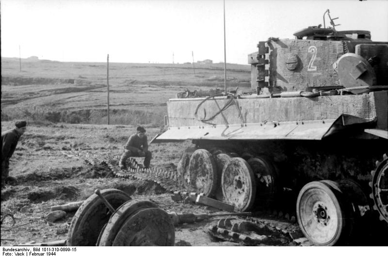 An early-production Tiger I, showing the overlapping road wheels, which were prone to jamming in winter-time when mud would freeze between the wheels. Photo source: Wikipedia.