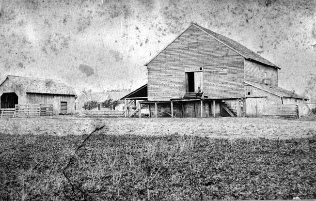 The Carter family cotton gin, around which a salient formed in the Union line and for which so many Confederates died attempting to take. The structure was so severely damaged that it had to be destroyed not long after the battle. The ground on which it stood was formerly occupied by a Pizza Hut, but today is preserved as a battlefield park. Photo: Warfare History Network.