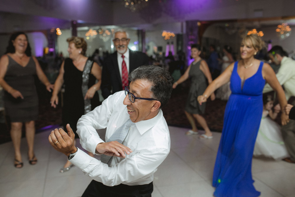 Guests dance | Scavello's on the Island | Manhattan wedding | Bronx Wedding | Cathy & Antonello's wedding | Amy Sims Photography