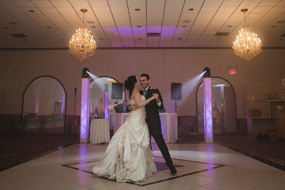 Couple's first dance | Scavello's on the Island | Manhattan wedding | Bronx Wedding | Cathy & Antonello's wedding | Amy Sims Photography
