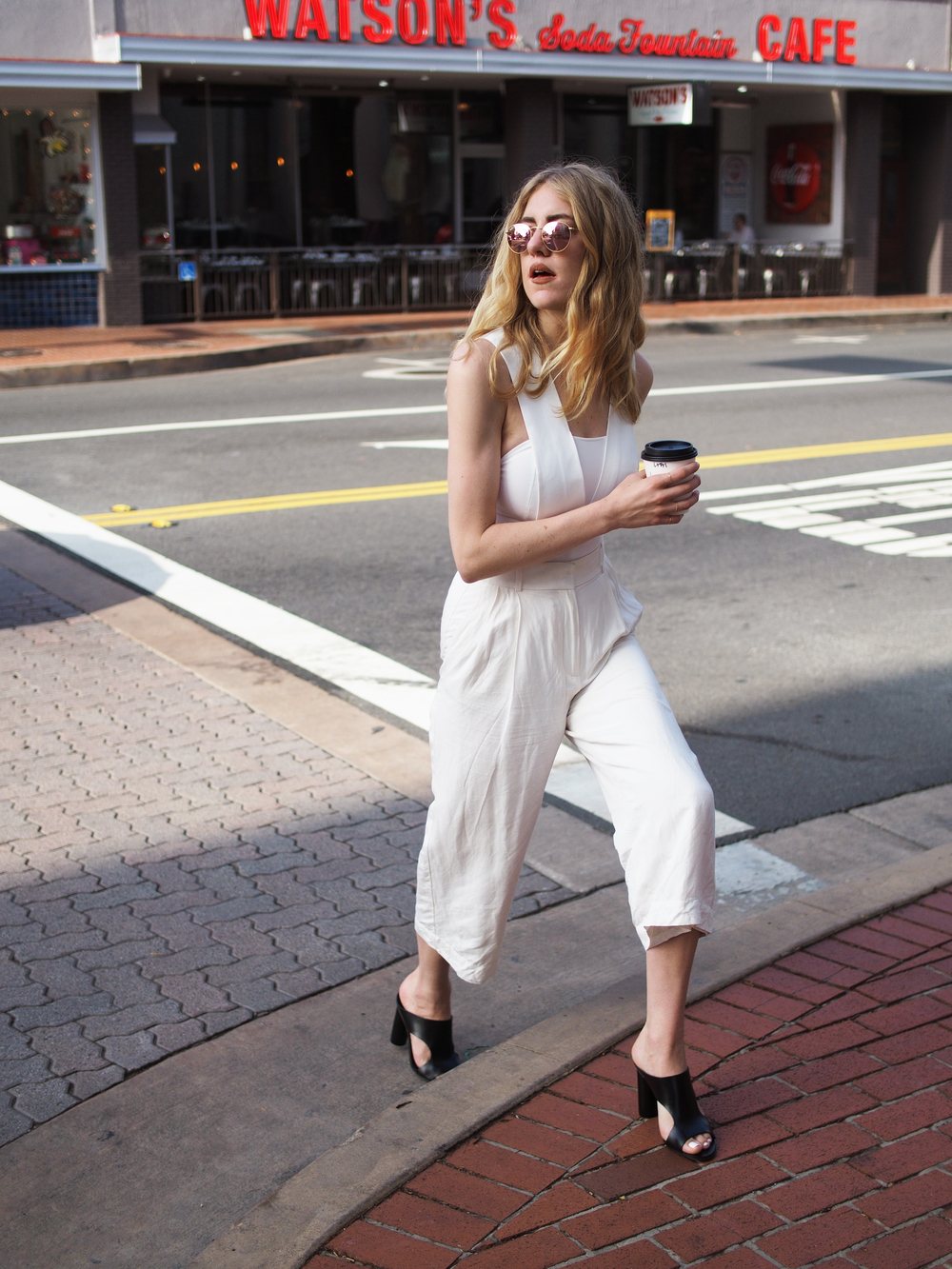White Jumpsuit AQ/AQ The Loft ATP Red Rayban City Look x Taylr Anne