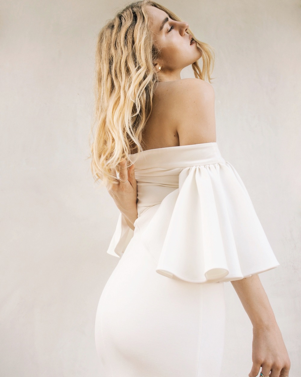 AQAQ Rising Off The Shoulder Midi Dress Hi Summer Editorial Taylr Anne www.taylranne.com
