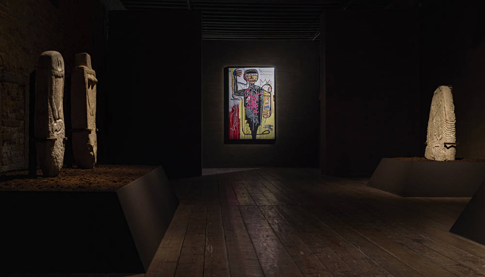 Menhirs-Steles and Jean Michel Basquiat,  Versus Medici,  1982, installation view,  Intuition,  Palazzo Fortuny, 2017 © Jean-Pierre Gabriel