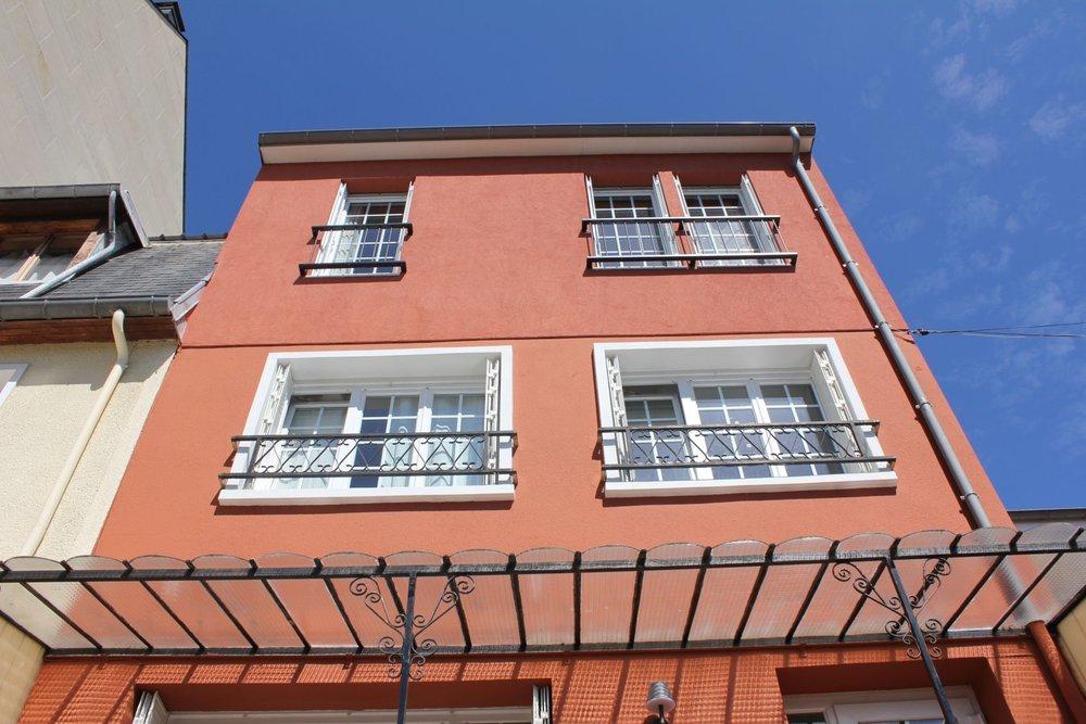11_facade avant face contre-plongee.JPG