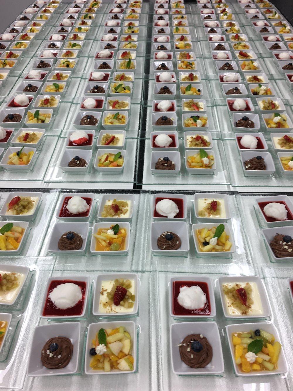 Dessert auf dem Glasttller.JPG