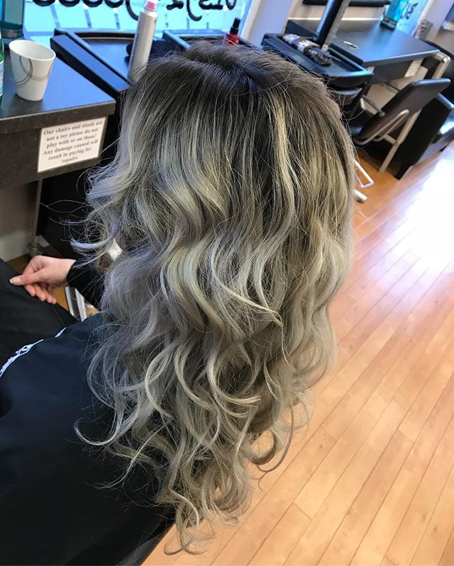 😍 Suze new colour and cut by Aleena #bizzazhair #hair #hairstyles #haircolor #curls #pm #paulmitchell #instabizzazhair