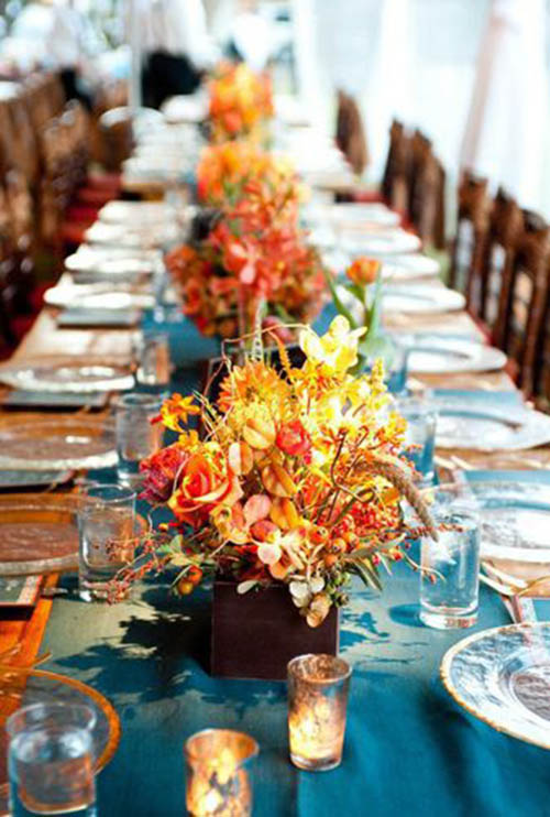 Pretry-Fall-Wedding-Centerpiece-with-fall-leafs.jpg