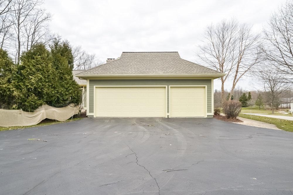 041-Garage-3810006-large.jpg