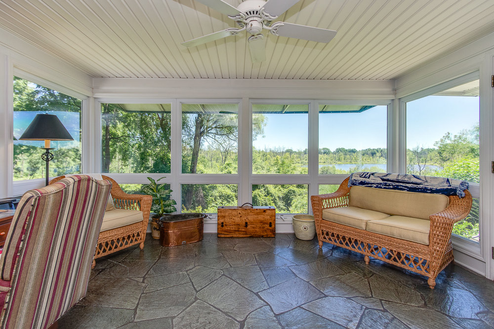 202 Maryland Avenue NE ~ Outstanding Prive Lakefront Home
