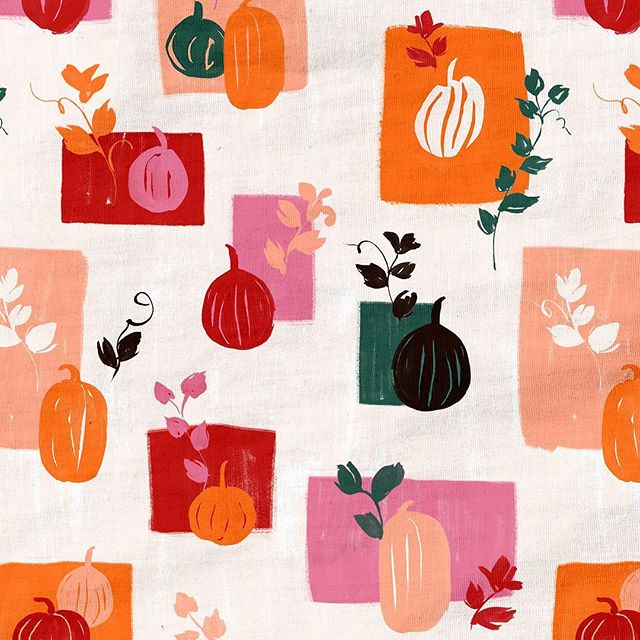 Finally feeling like fall these past few days. Here's a little pumpkin pattern I just finished up 🍁🎃