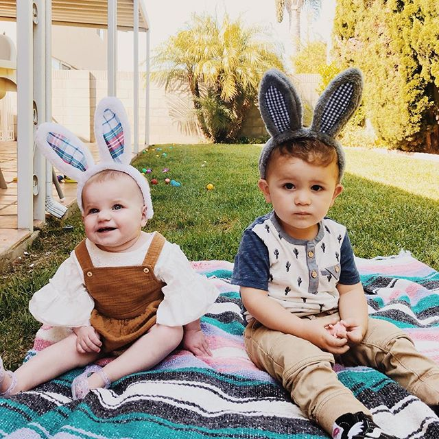 Happy Easter from Billie and her cousin/bestie Rowan. I meaaaannnn it would be a crime not to post a photo this perfect. 😍😍😍