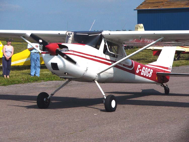 Cessna150taildraggerC-GOCB02.jpg