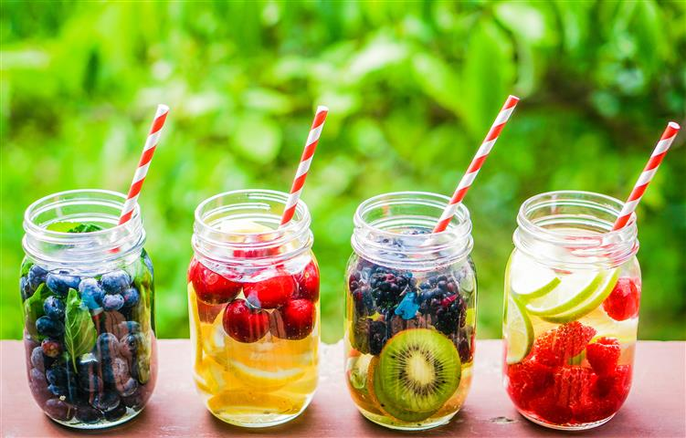 Prepare your infused water before the next day using Mason Jars.
