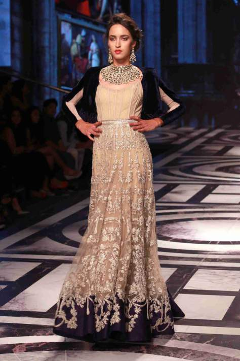 new-delhi-bmw-india-bridal-fashion-week-2015-falguni-peacock-4.jpg