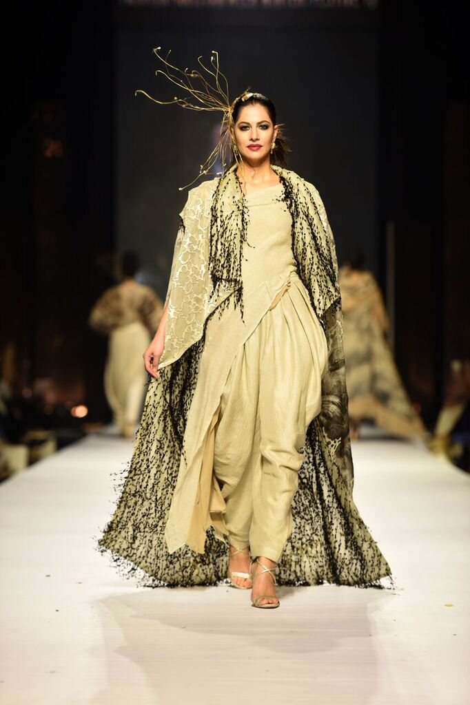 Nilofer Shahid Fashion Week Pakistan Karachi 2015 FPW15.jpeg