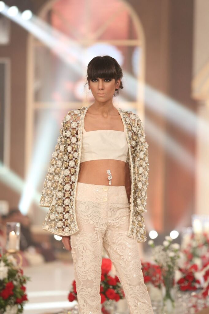Zarmisha Dar Telenor Bridal Couture Week 2015 6.jpeg