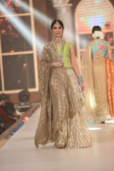 Anees Malik Pakistan Bridal Couture Week 2015 2.png