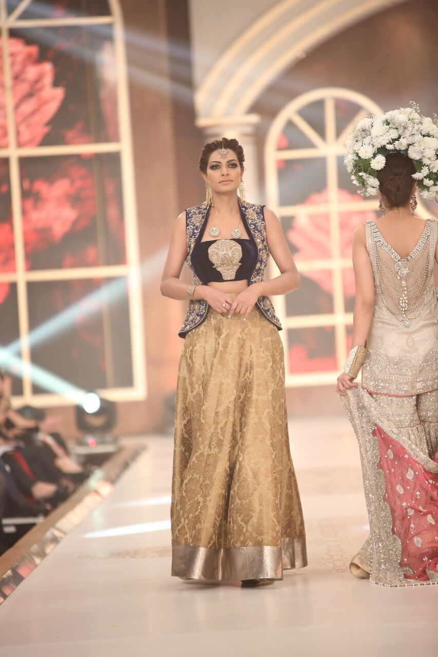 Lajwanti Pakistan Bridal Couture Week 2015 2.jpeg
