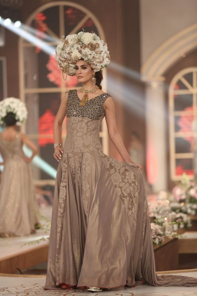 Lajwanti Pakistan Bridal Couture Week 2015 4.jpeg