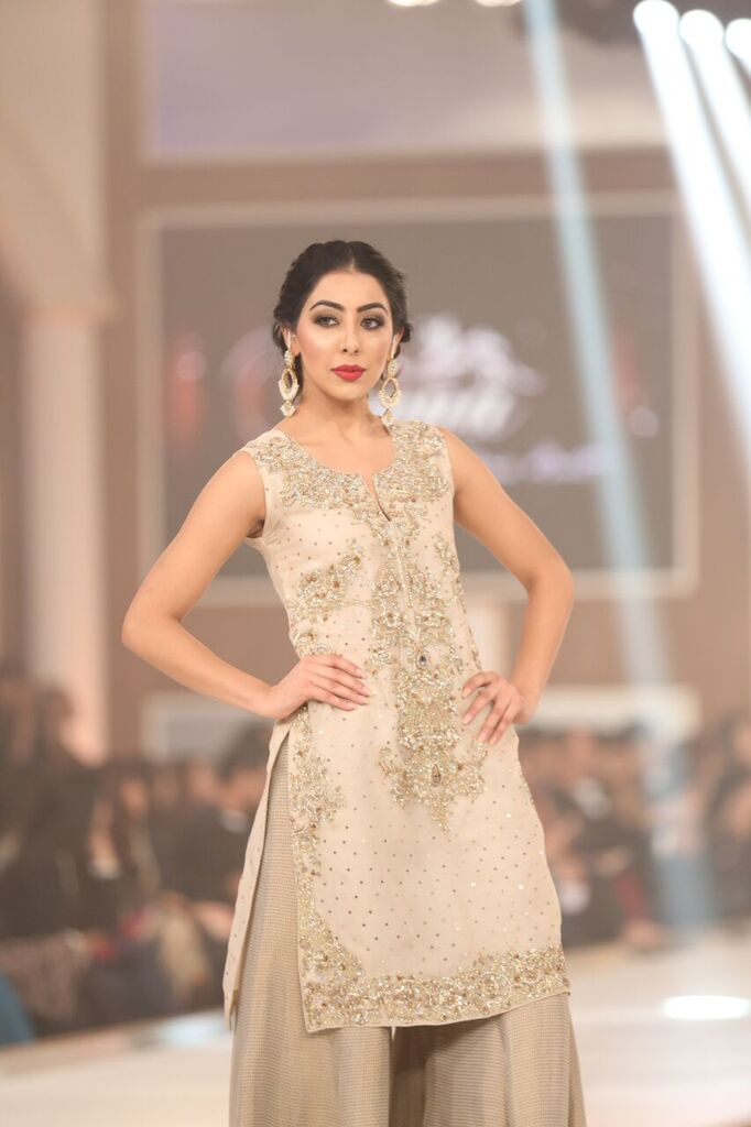 Hina Butt Pakistan Bridal Couture Week 2015 4.jpeg